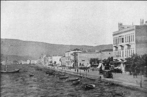 La Perle de l'Ionie / İyonya'nın İncisi : Güzel İzmir, Bahtsız İzmir – Selin Süar