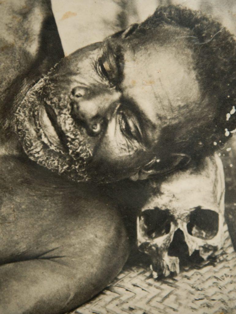 1. Anneyle uyku Asmat Kabilesi Batı Papua Nisan 2009